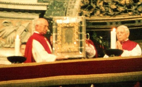 Actual Vatican Veil of Veronica: The traditional Veronica-Blessing in St. Peter's Basilica in Rome, March 17, 2002